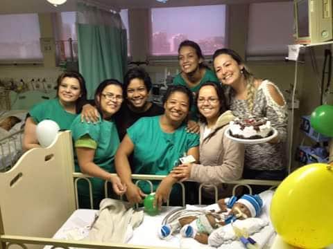 Beny recebe o amor da equipe do hospital de Jundiaí (imagem: acervo familiar)