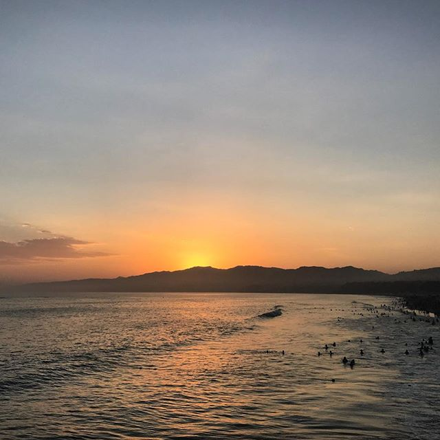 The sunsets were even better this weekend for two reasons - 1. Oceans make for great settings 2. 100 degree temps drop to 85 once the sun is gone. #sweatymess #heatwave #losangeles #santamonicapier #pacificcoasthighway #californiaroadtrip #sunsets #🌅 #emojisinreallife