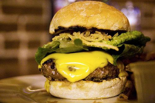20090907-12stbar-burger.jpg