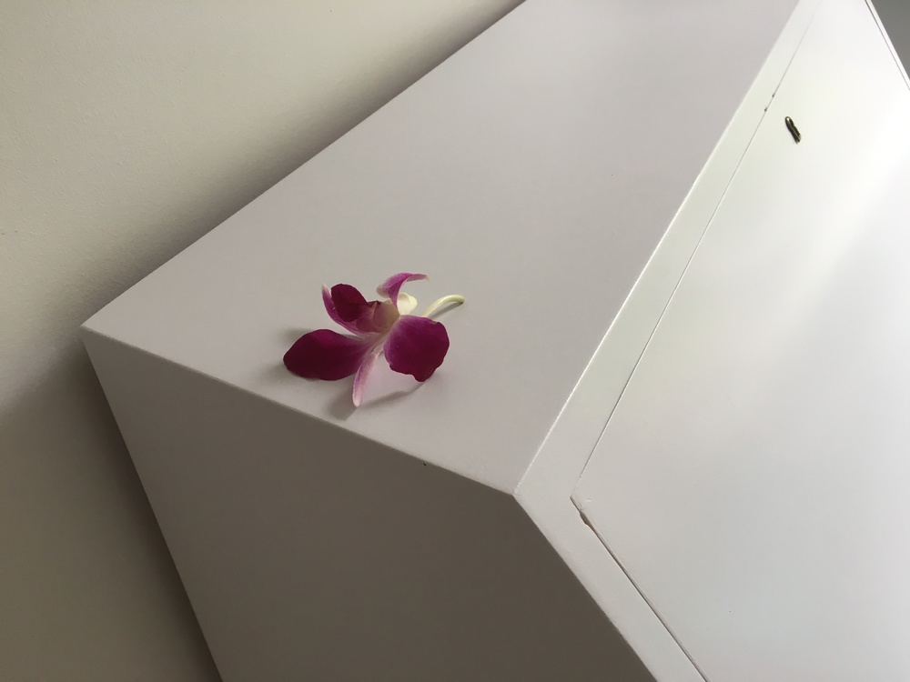 They left the room very tidy, and had even put a little flower on the bureau :-)