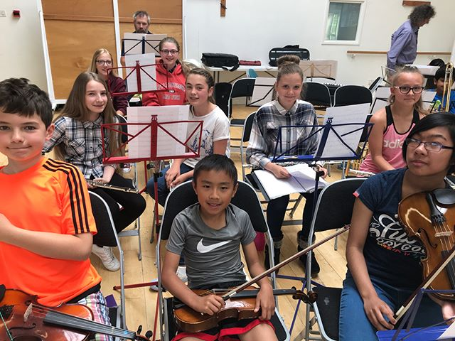 More smiles from our @showcaseperformance Young Players Orchestra 🎷🎺🎻🎹😀
