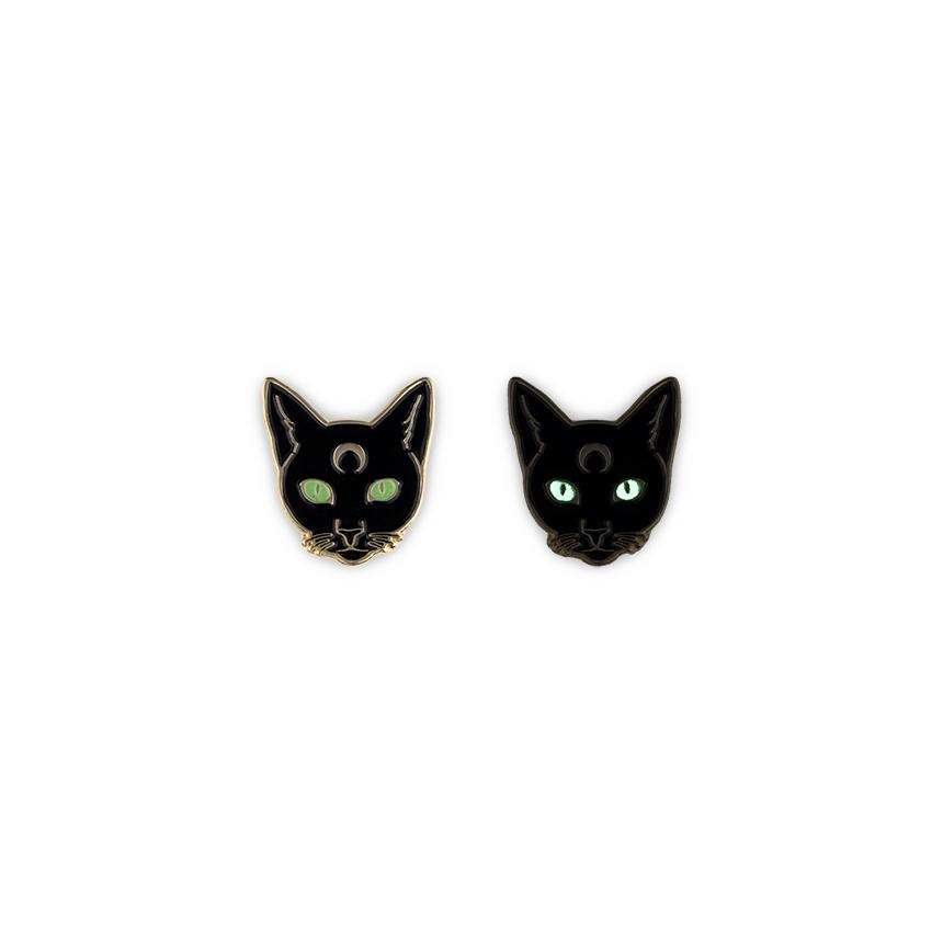 Get Lapel Pins-119-Cat glow eyes.jpg