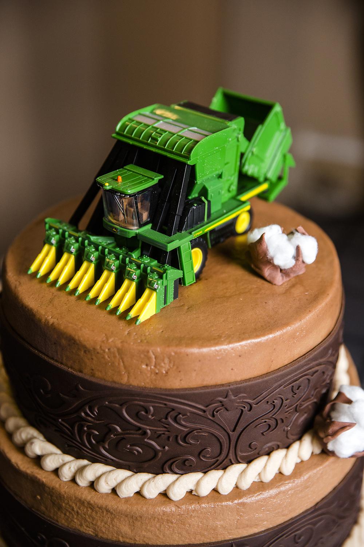 cake details, wedding day details, john deer, tractor, groom's cake
