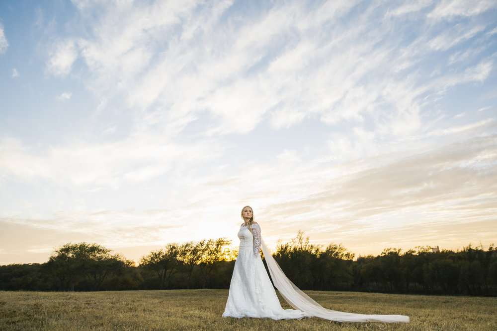 texas tech, bridal portraits, lubbock wedding photographer, lubbock bridal photography, vanity fair, soft light, wedding dress