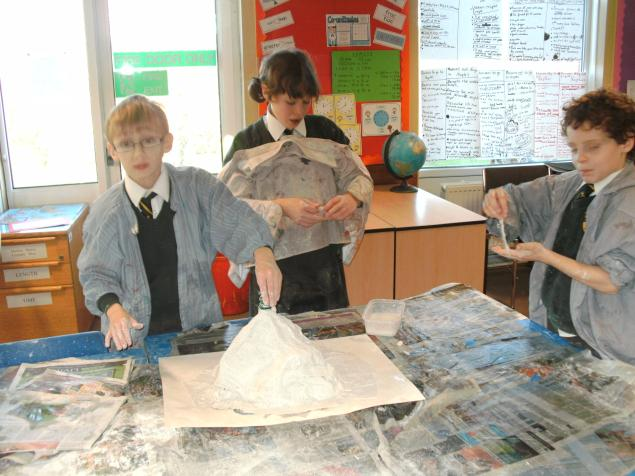 The final task of our active earth topic was to build models of volcanos which could be painted and then filled with vinegar and bicarbonate of soda to initiate volcanic eruptions. Particularly enjoyable was applying modroc to the models - a rather messy activity as can be seen from the pictures below.