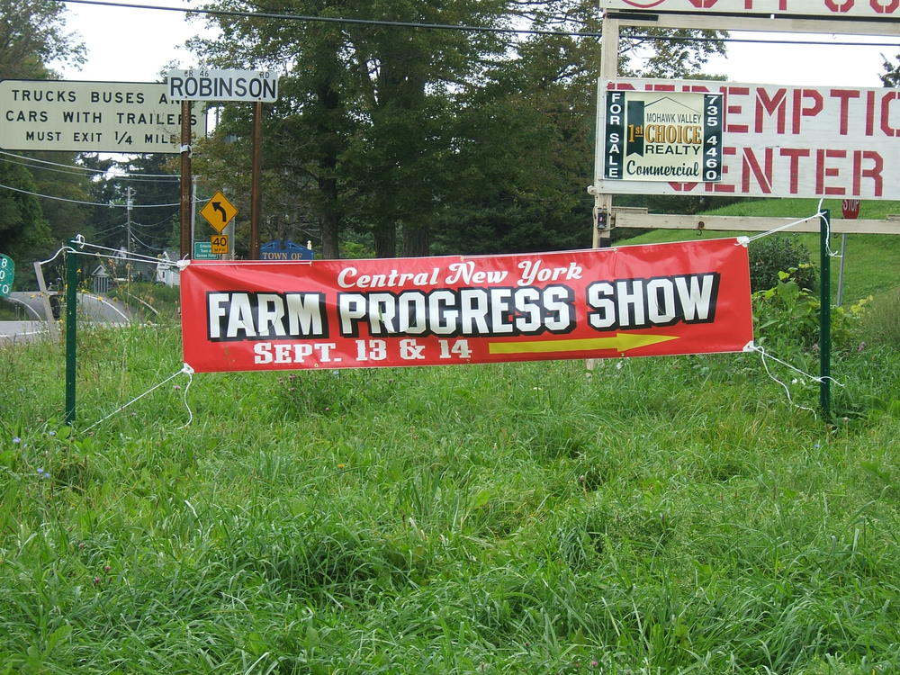 FARM PROGRESS 2006 B RED 2.JPG