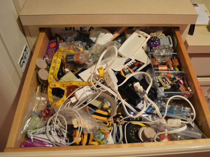 junk-drawer-before.jpg