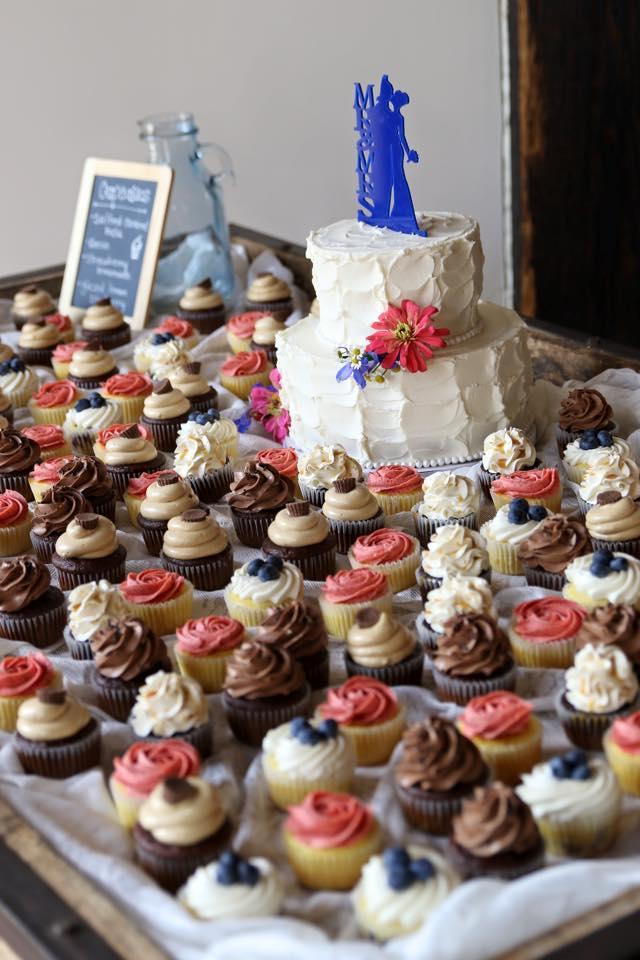 Copy of wedding cake cupcakes