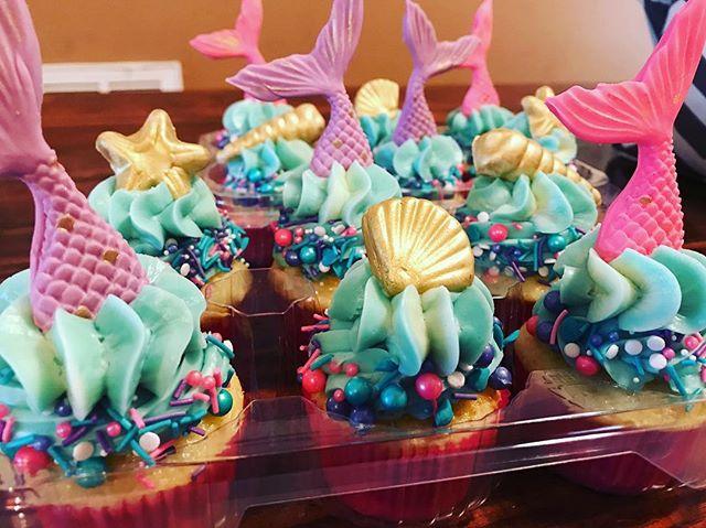 Y'all #mermaid #cupcakes are so #mermazing 🧜♀️🌊🐚 #mermaidcupcakes  #cupcakeinspo #cupcakeart #cupcakelove #cupcakegoals #cupcakesofinstagram #cupcakesofig #cake #ncbakers #ncbakeries #nccakes #nccakeartist #bakefeed #instacakes #fayettevillenc #dunnnc #garnernc #raleighnc #smithfieldnc #fortbraggnc