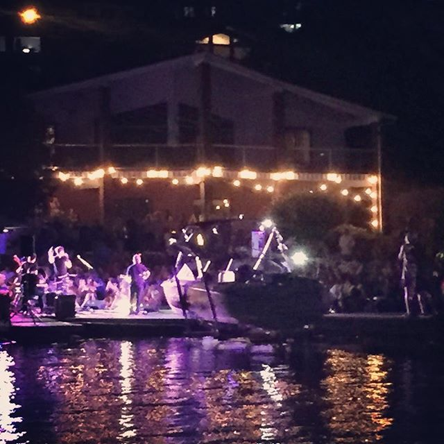 Nothing better than watching @playitcole perform... From a boat. Kid can sing #shakeonthelake