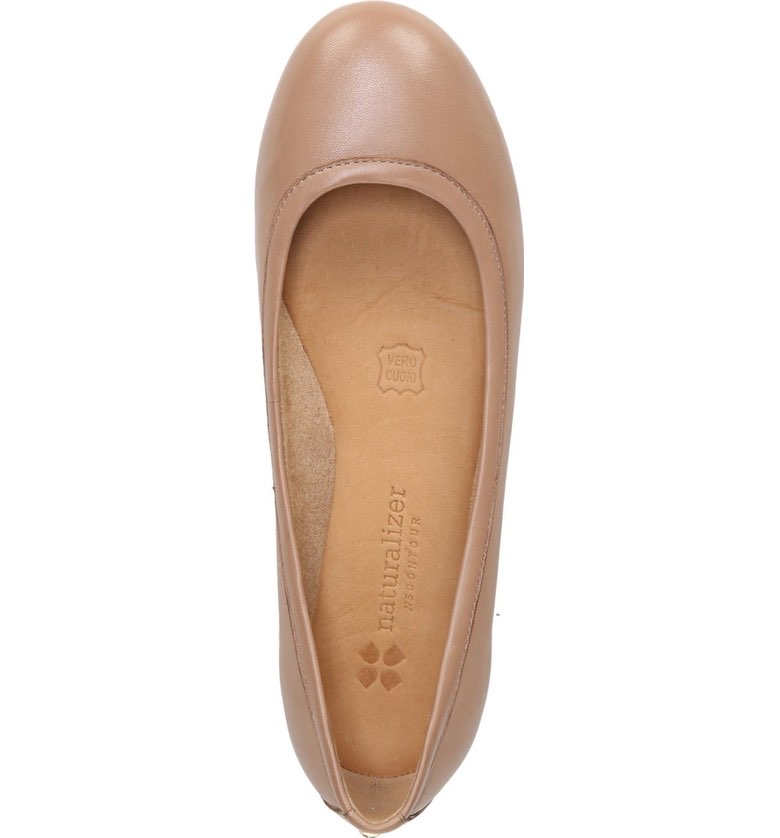 These flats seem very comfortable, check them out. They have multiple colors.