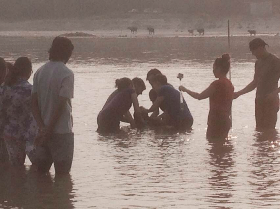 india-local-ganges-baptism-3.png