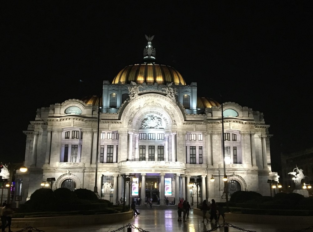 Palacio de Bellas Artes hosts exhibitions and theatrical performances and is the main venue of the Ballet Folklorico de Mexico.