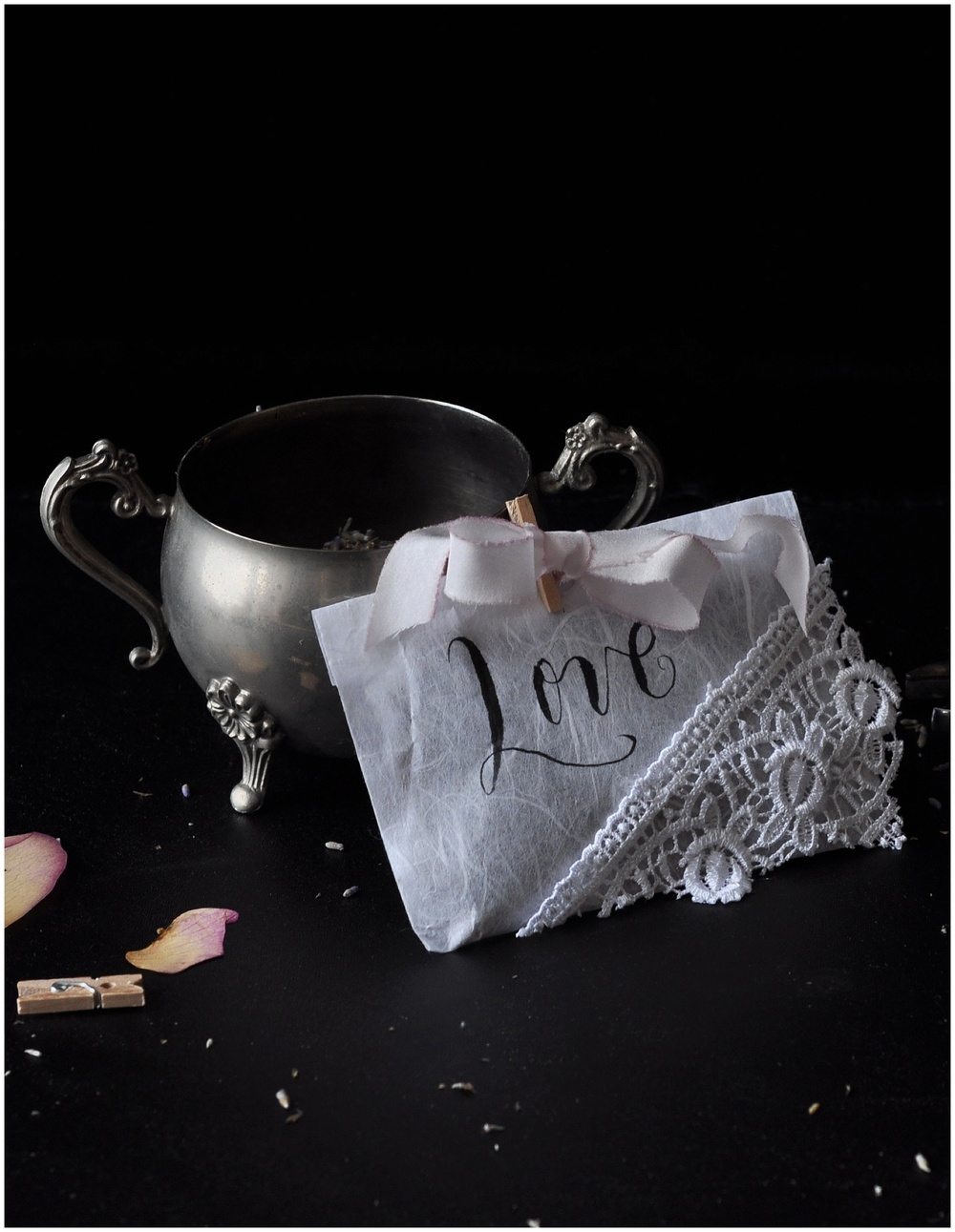 Inspired by old fashioned handmade Victorian valentines, these lavender drawer sachets will have you thinking you're Jane Eyre every time you open your undergarments drawer.