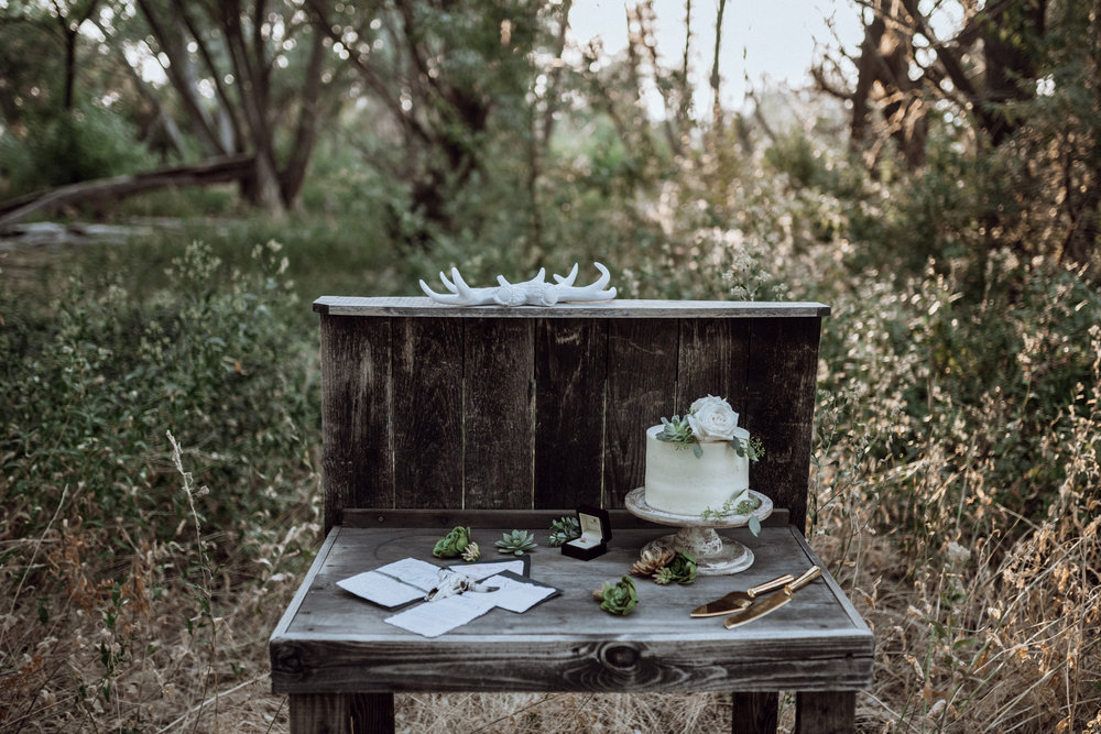 simple wedding decor wooden cake stand