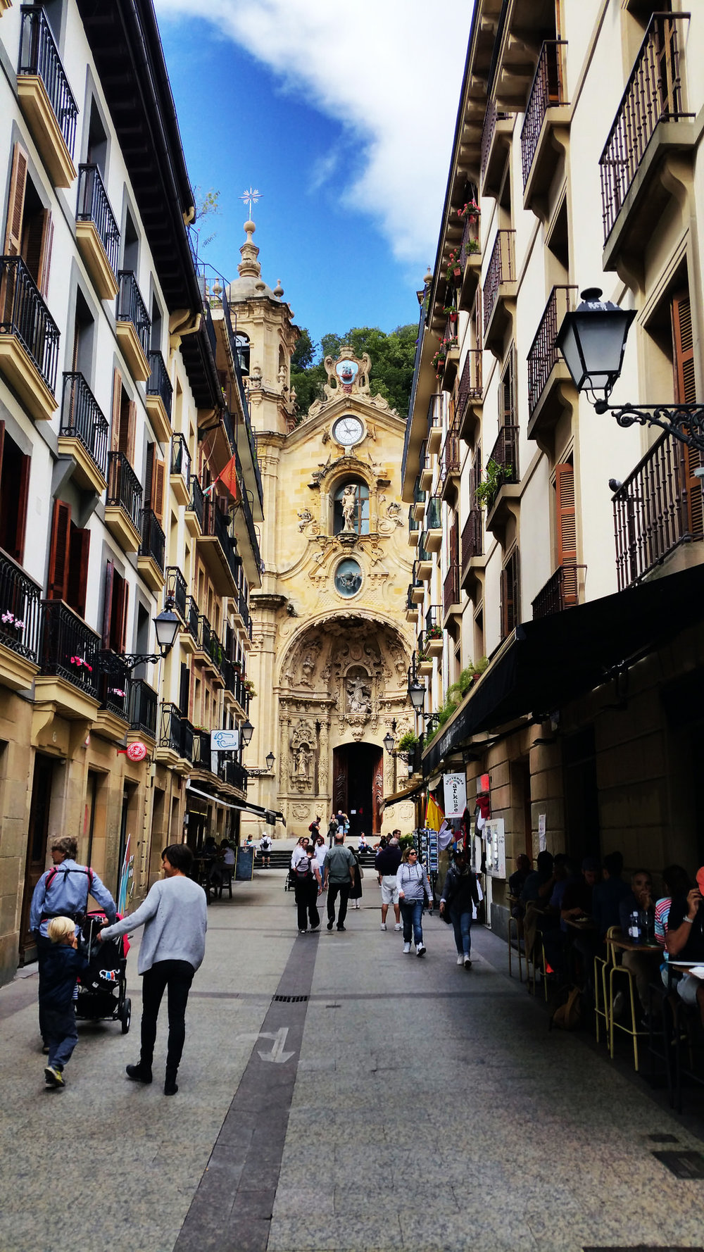 soi_55_travel_blog_sansebastian_church_back_streets