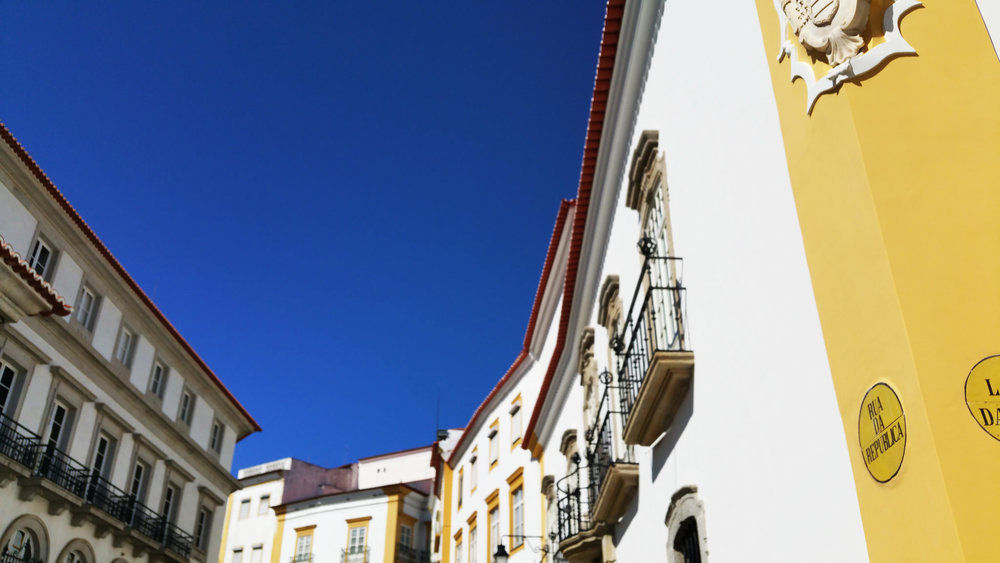 soi55_travel_blog_portugal_evora_architecture_colour