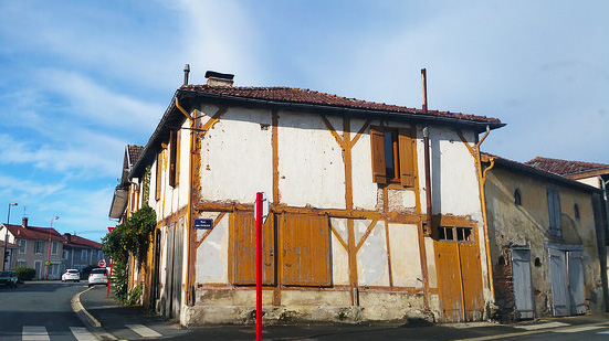 soi_55_travel_blog_france_character_french_building
