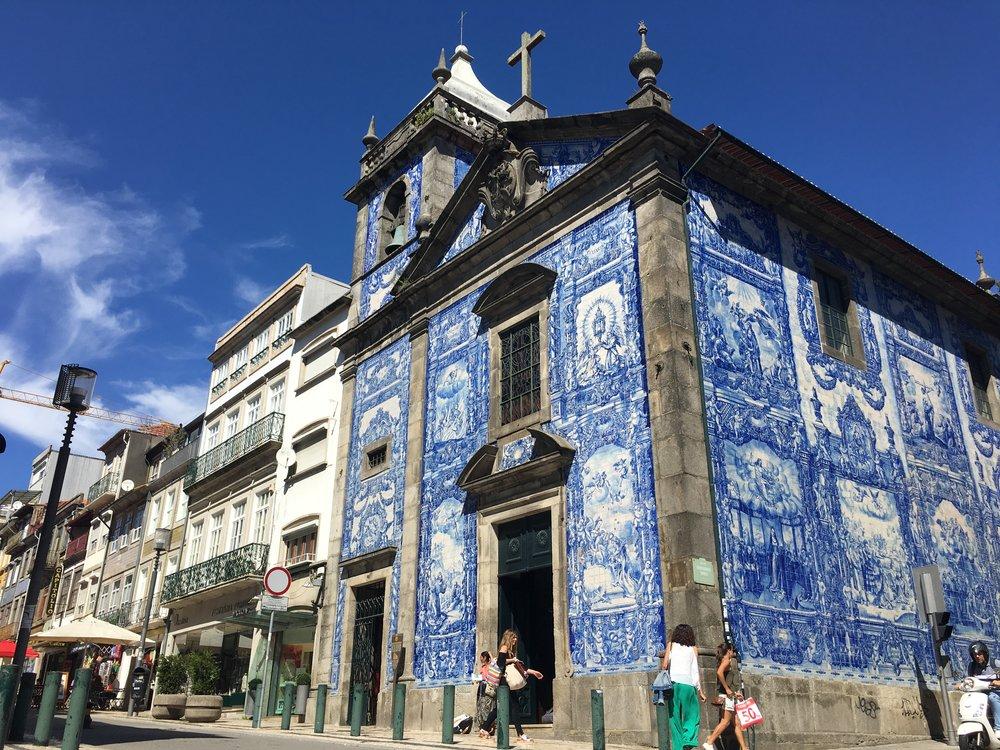 Igreja das almas - Porto Travel Guide - Soi 55 Travels