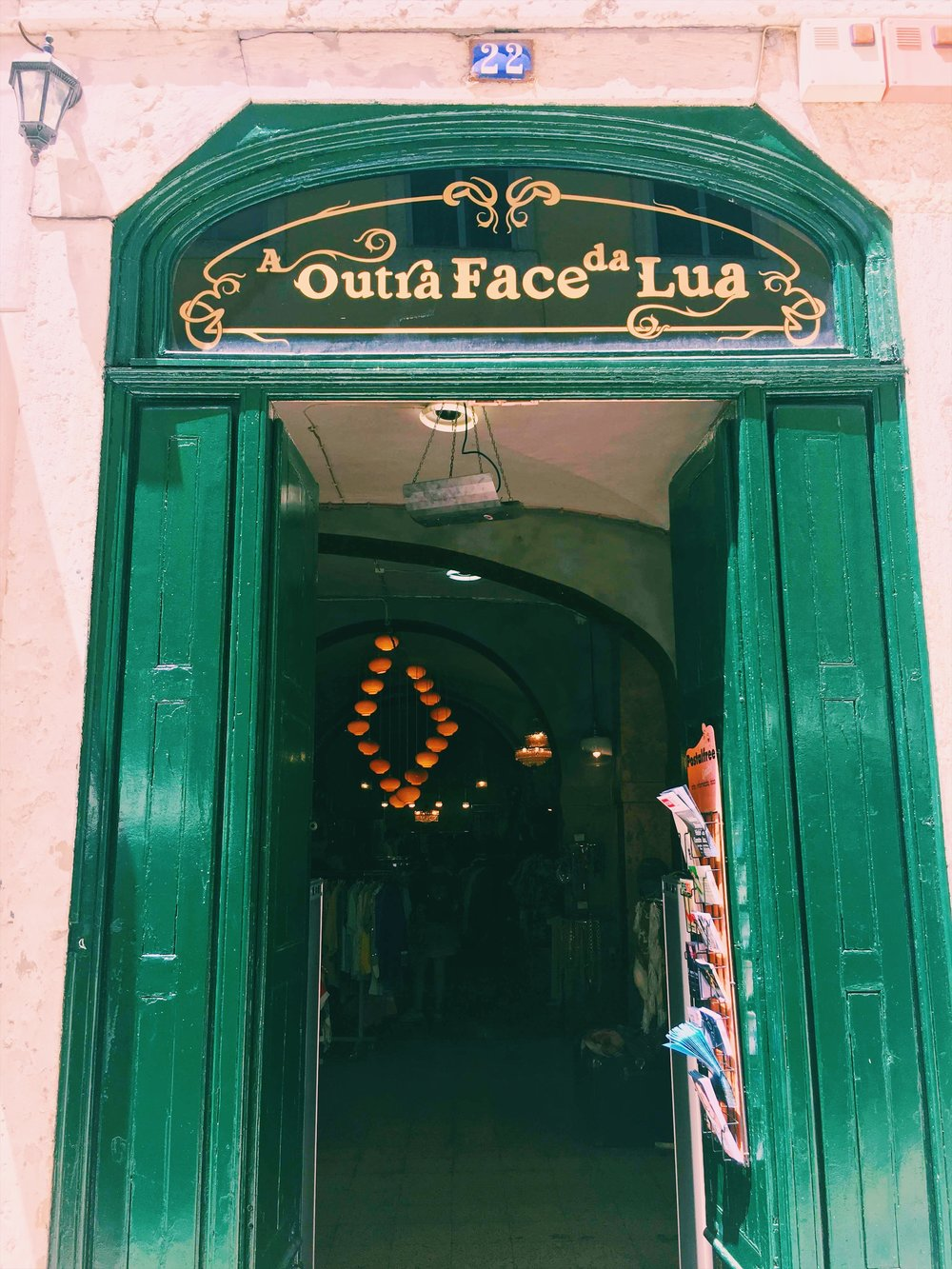 A Outra Face Da Lua / Lisbon eats + drinks travel guide | Soi 55 Travels