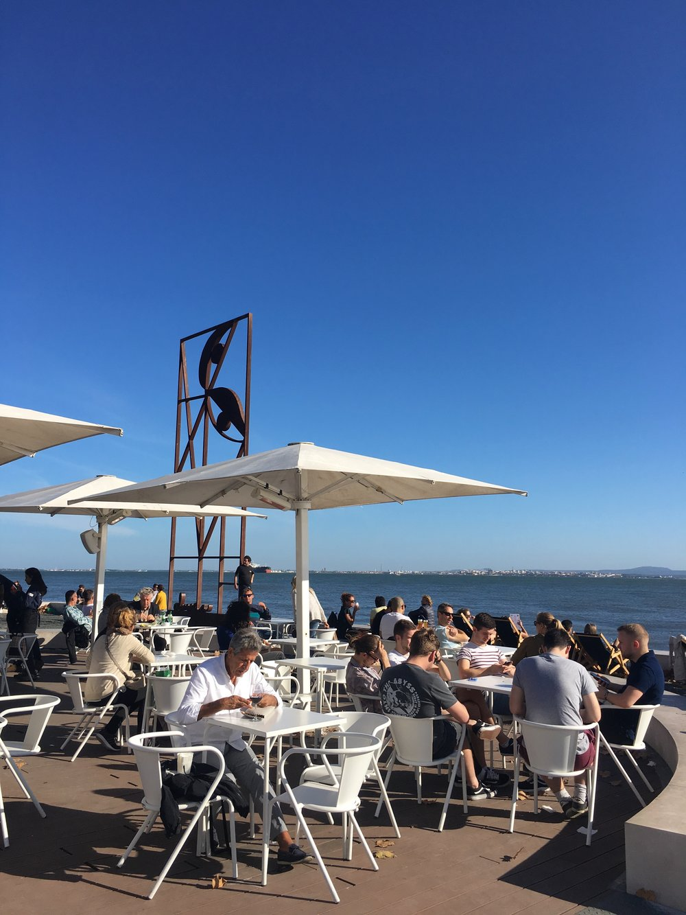Quiosque Ribeira Das Naus / Lisbon eats + drinks travel guide | Soi 55 Travels
