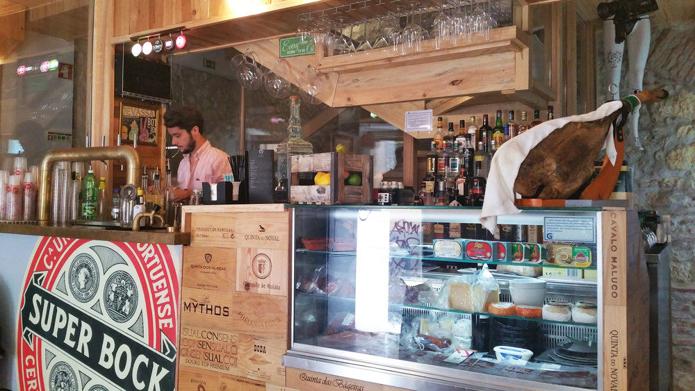 Tá berna / Lisbon eats + drinks travel guide | Soi 55 Travels