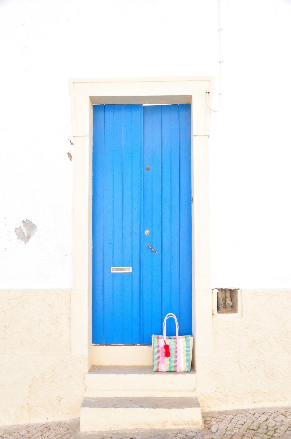 Blue door with rainbow stripe Lolita tote bag | A  day in Tavira  | Algarve, Portugal | Soi 55 Travels