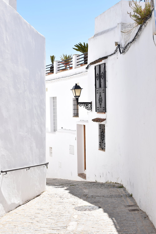 White walls of Vejer de la Frontera, Spain Travel Guide | Soi 55 Travels