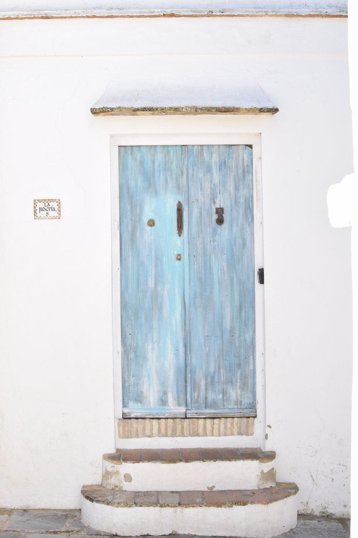 Blue doors of Vejer de la Frontera, Spain Travel Guide | Soi 55 Travels