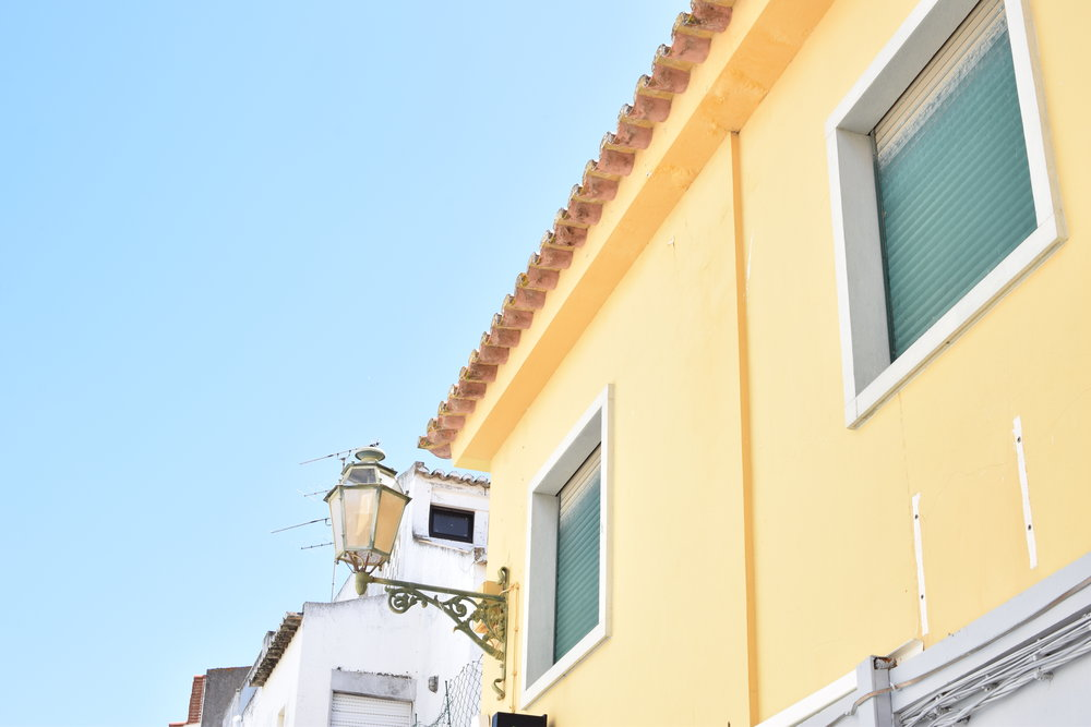 Lemon yellow + Turquoise | Finding colour inspiration in Lagos, Portugal | Soi 55 Travels