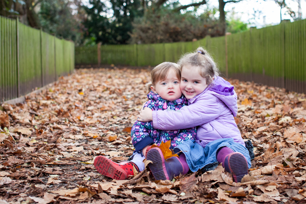 sisters-hugging-in-battersea-park