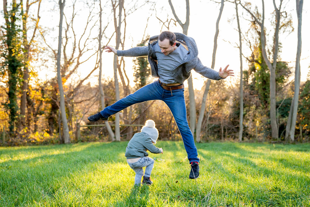 asa-bell-photography-family-photos-dad-jumping.jpg