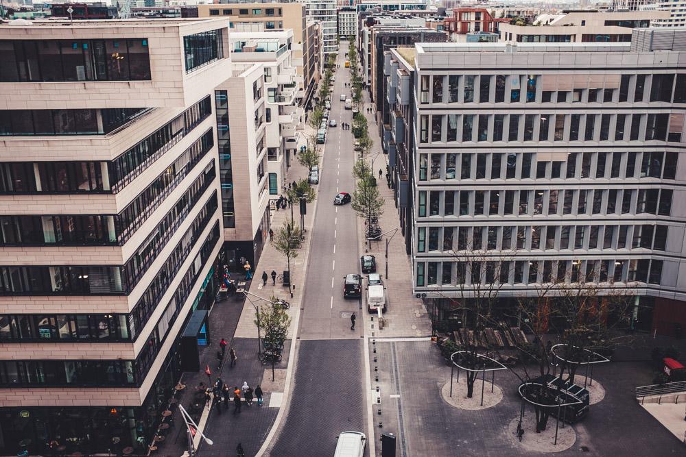 Blick von der Elbphilharmonie auf die Hafencity