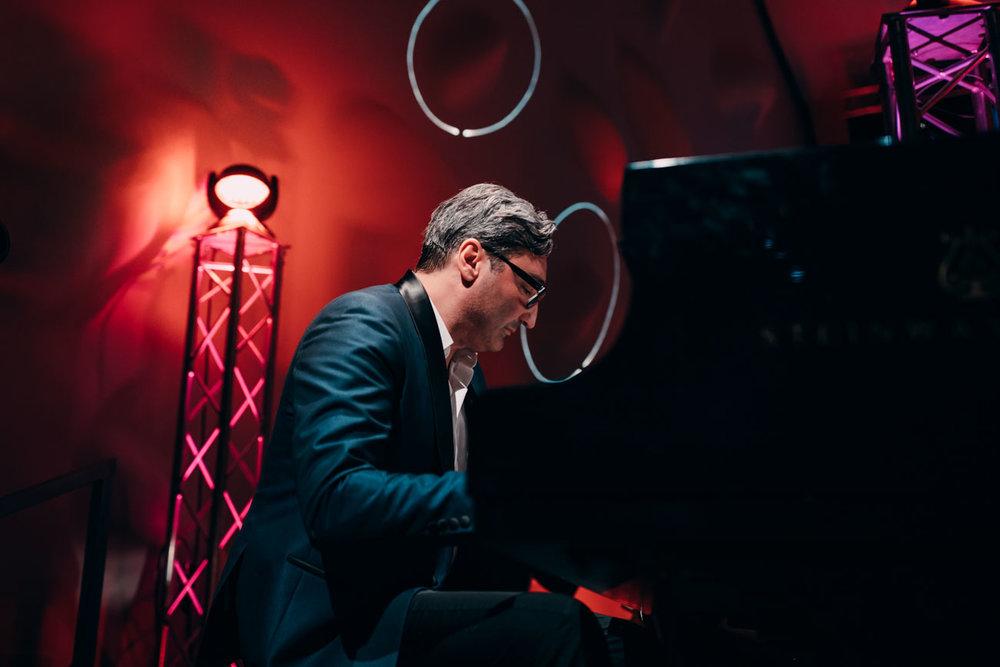 Mousse T. am Klavier