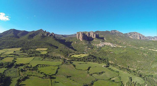 📷Mallos de Agüero 📷Mallets of Agüero www.elcuervoblanco.es • • • #drones #drone #elcuervoblanco #instadrone #flowers #dronestagram #dji #mavicpro #mavic #dronestagram #dronepic #droneshot #dronepic #dronephotography #landscape #landscapephotography #field #texture #art #outdoors #field #nature #spring #love #photography #dronepilot #dronefly #dronelife #aerialphoto #sky #aerialphotography #coventry #aragon