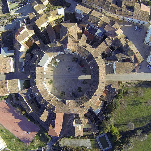 📷Chodes, España 📷Chodes, Spain www.elcuervoblanco.es • • • #drone #elcuervoblanco #instadrone #flowers #dronestagram #dji #mavicpro #mavic #dronepic #droneshot #dronephotography #landscape #landscapephotography #field #texture #art #outdoors #field #nature #love #photography #dronepilot #dronefly #dronelife #aerialphoto #sky #aerialphotography #coventry #spain #españa