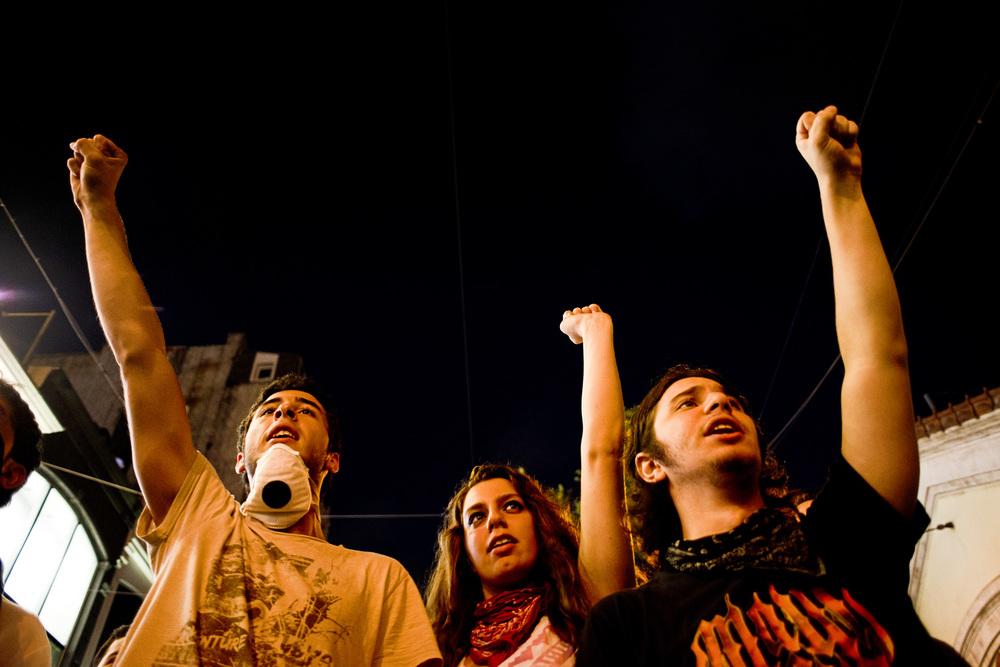 Istanbul, 9 juillet 2013.A l'issue de l'iftar, les convives décident de se rendre  dans le parc Gezi, fermé depuis un mois par les autorités.
