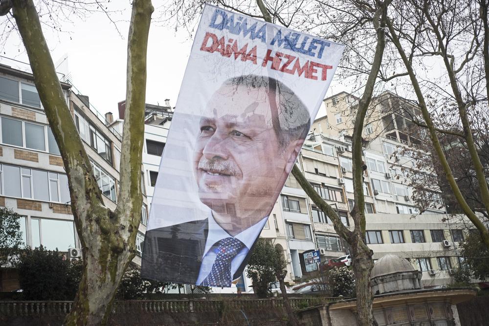 Istanbul mars 2014Malgré son affaiblissement par les affaires de corruption, l'AKP et Tayip Erdogan reste le principal parti au pouvoir après le scrutin municipal. Les présidentielles et les législatives se tiendront entre 2014 et 2015