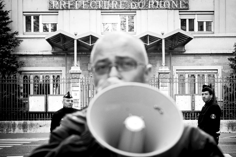 RESF Suite à l'enfermement annoncé de RAJAE, jeune majeure, au CRA de Nîmes : RASSEMBLEMENT le 15 avril 2008 à 18h, devant la préfecture rue DUNOIR, lyon 3ème