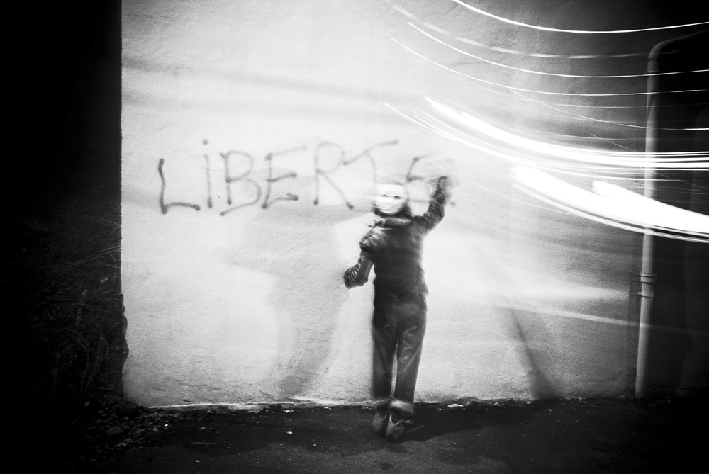 """VICHY SOMMENT DES MINISTRES EUROPEENS DE L'IMMIGRATION LE 3 NOVEMBRE. """"SOMMET POUR L'INTEGRATION"""". MANIFESTATION ET CONTRE SOMMET ORGANISEE PAR PLUSIEURS ASSOCIATIONS ET PARTIS POLITIQUES DONT RESF."""