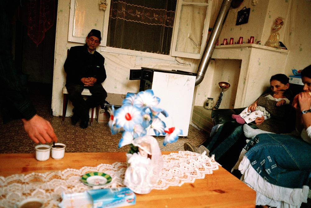 Père de Rémus (gauche), Liliana, Armando et Monica.Alès, 2009.  En mars 2010, le père de Rémus sera prit en charge à l'hôpital d'Alès pour être opéré d'une tumeur au cerveau. À 65 ans, il meurt quelques mois plus tard de la maladie.