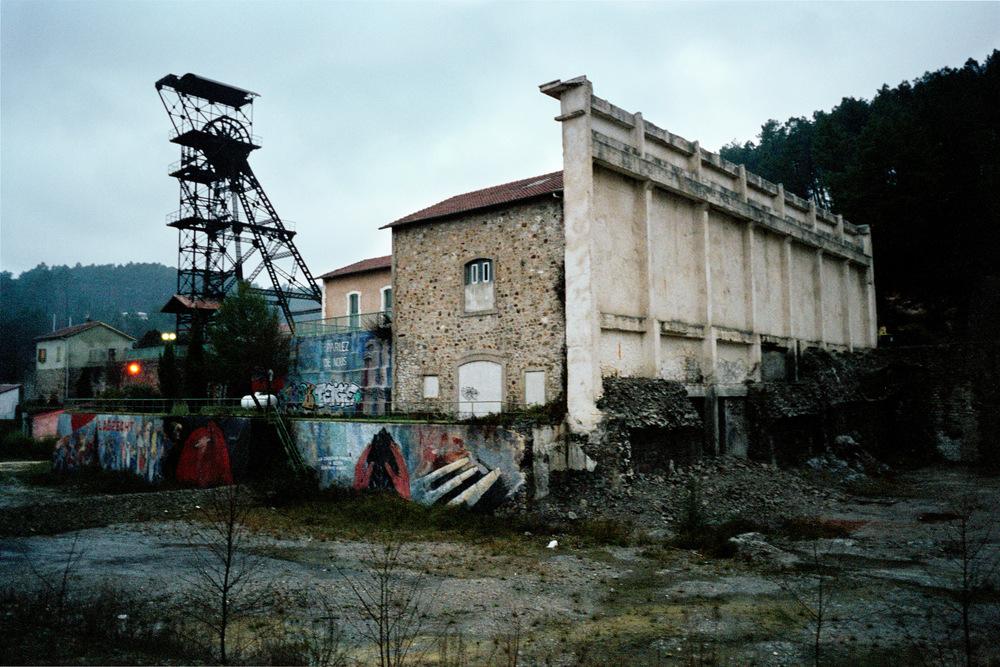 Chevalement en friche dans le bassin minier d'Alès. 2010.