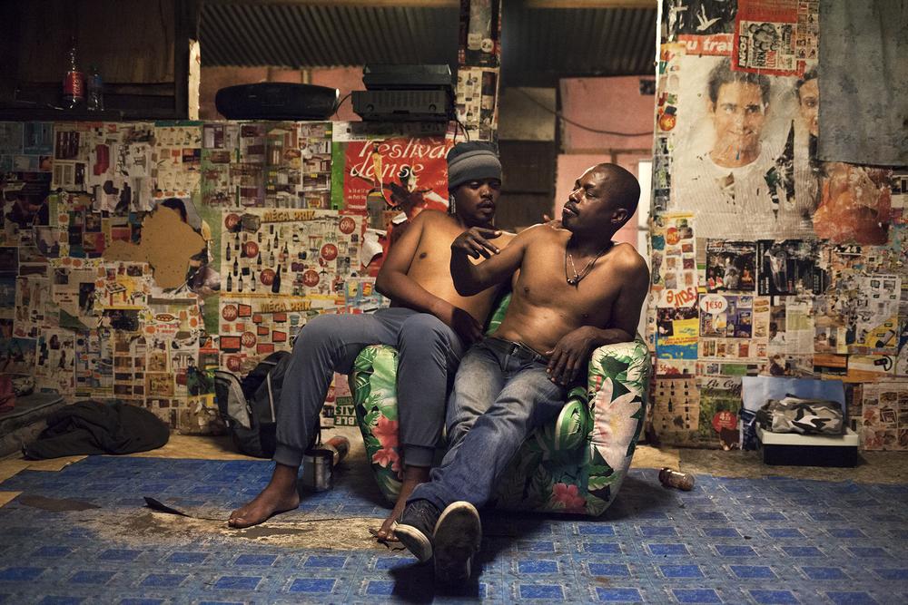 Bruno et Mowgli sont des amis de Jean-Luc, ils vivent dans la rue mais ce dernier les héberge de temps en temps dans sa case. SAINT-PIERRE, CENTRE-VILLE, JUILLET 2014