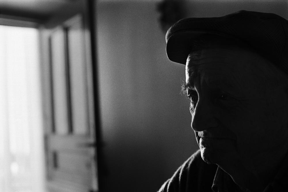 Fernand Carles à l'âge de 85 ans. En 2001, lui et son épouse Denise avaient fêté leurs 60 ans de mariage. Ils avaient une petite exploitation qui comportait un troupeau de brebis et des champs de lavande, mais aucun de leurs enfants ne l'a reprise. Il est décédé en 2003.