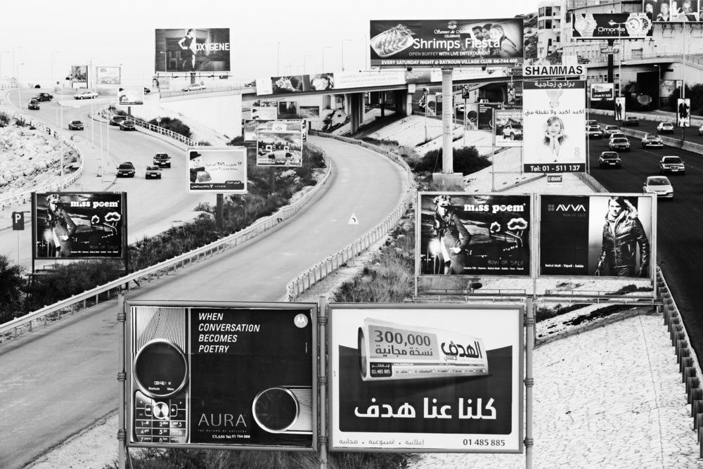 Panneaux publicitaires sur les bords de l'autoroute reliant Beyrouth au nord du LibanLiban, janvier 2009