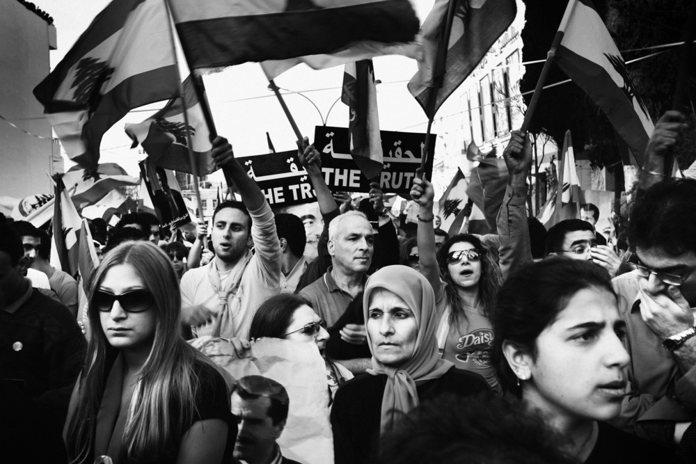 Rassemblement populaire devant le cimetière de Achrafieh où sera enterré Gebran Tuéni, journaliste tué dans un attentat Beyrouth, décembre 2005