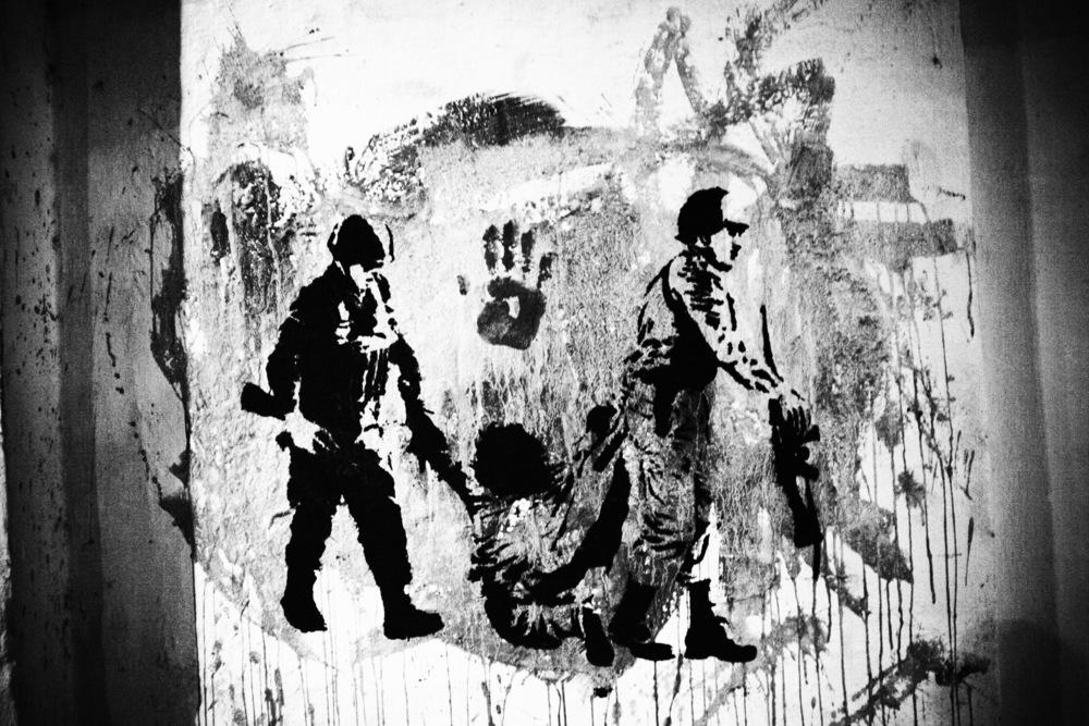 L'un des modes d'actions de l'association HIJOS est l'utilisation de graffitis sur les murs de la ville rappelant les persécutions subies pendant la dictature.Buenos Aires, mars 2006