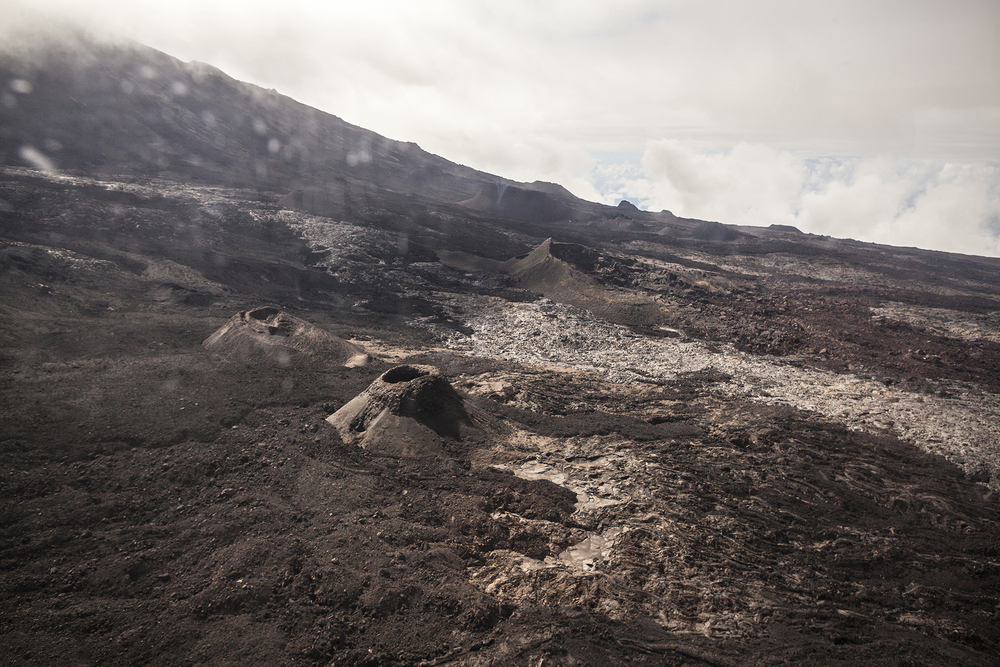 2 juillet 2014, Vue d'hélicoptère du volcan du Piton de la Fournaise, Ile de la Réunion.