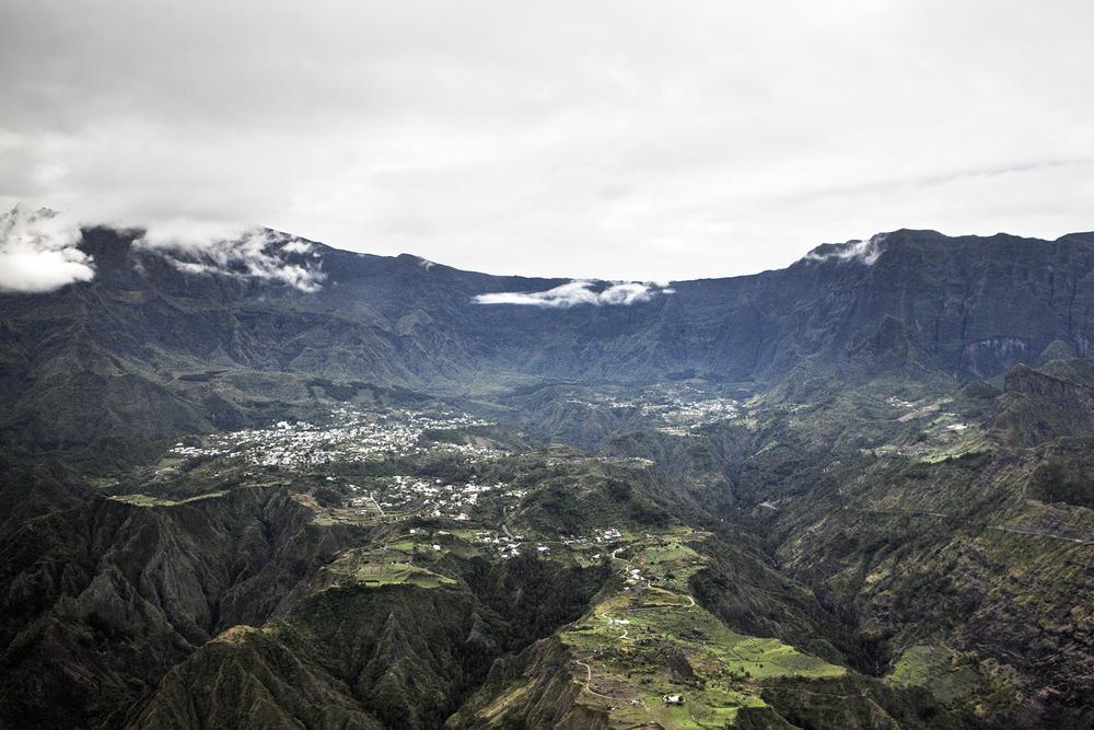 Vue aérienne du cirque de Cilaos. Juillet 2015, Ile de la Réunion.
