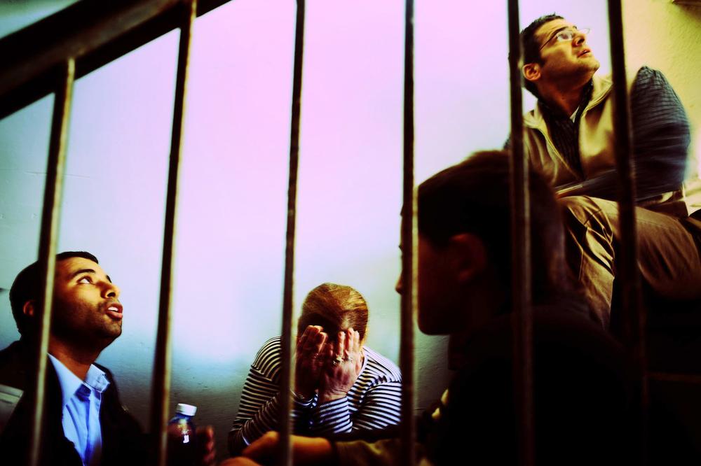 SDEROT ISRAEL JANVIER 2009                       UNE FEMME EST EFFRAYEE, EN PLEURS  APRES UN TIR DE ROQUETTE A QUELQUES METRES.